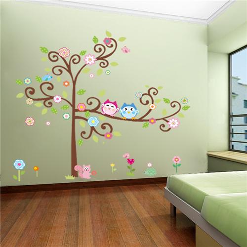 Cvetoče gozdno drevo - pisani sovici-440