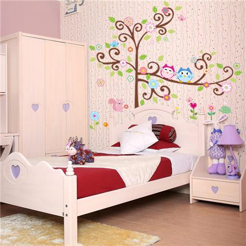 Cvetoče gozdno drevo - pisani sovici-441