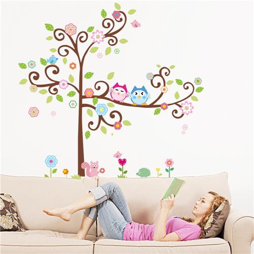 Cvetoče gozdno drevo - pisani sovici-0