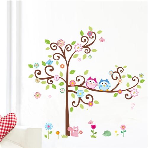 Cvetoče gozdno drevo - pisani sovici-439